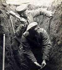 Två soldater i en skyttegrav. Foto: drakegoodman, Flickr.