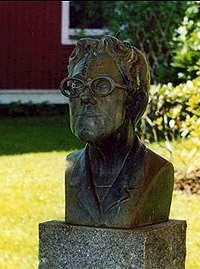 Byst föreställande Dagmar Lange, mer känd under sin pseudonum Maria Lang.