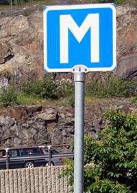 Vägskylt för mötesplats. Foto: Tage Olsin, Wikimedia Commons