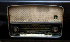 Gammal radioapparat.
