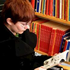 Läsande biblioteksbesökare