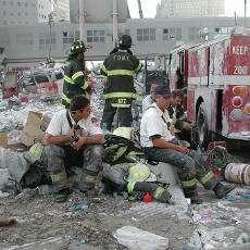 Räddningsarbetare vid World Trade Center 11 september 2001.