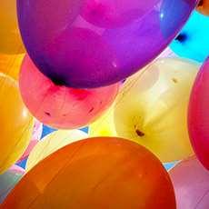 Färgglada ballonger. Foto: Erza Winanto.