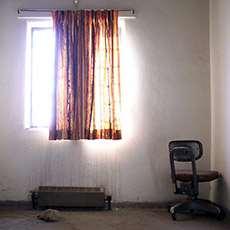 Ett ljust fönster i en cell. Foto: JR Goleno, stock.xchng