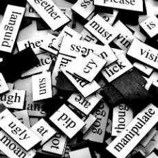 Kylskåpspoesi olika ord i en hög
