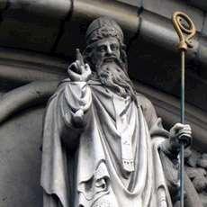 Skulptur av Sankt Patrick.