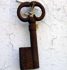 En rostig gammal nyckel.