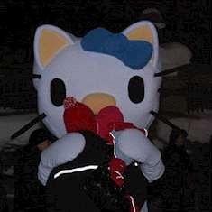 Person klädd som Hello Kitty på Knutmasso i Gimo 2009.