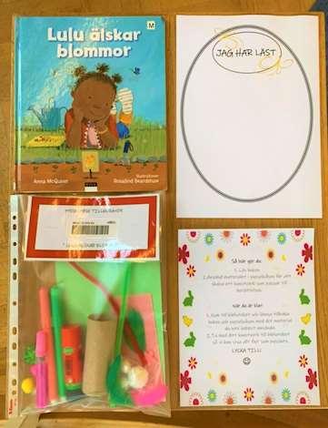 Bilderbok, plastpåse med pysselsaker och papper med text på.
